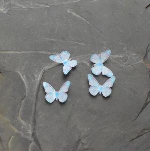 - Kabošon motýlek 12x15x3,5mm - bílo-modrý