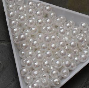 - Plastové korálky cca 5 mm - bílé