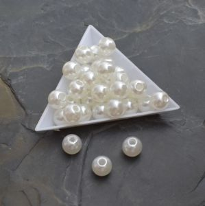 - Plastové korálky 10x9mm -  krémové světlé