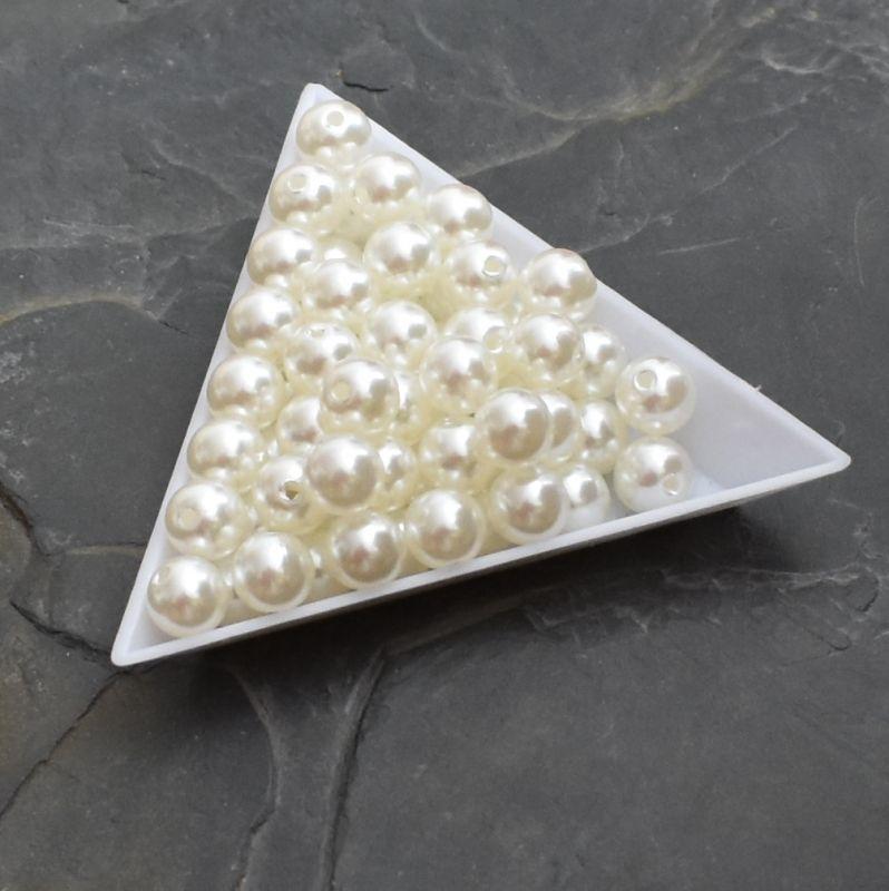 Plastové korálky 8 mm - krémové světlé